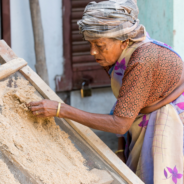Achtsamkeit Indien alte Frau Arbeit CatherineL Wann und warum Tai Chi/Qigong besser ist als Crossfit