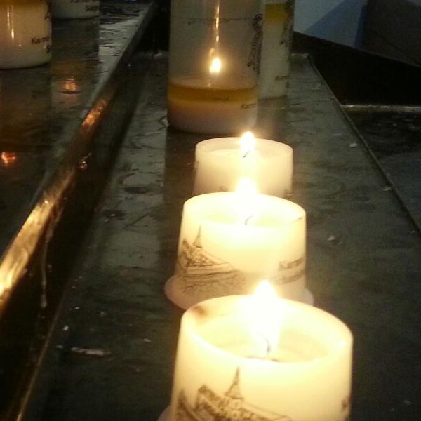 """Kerzen Kirche Qigong """"Umweg Jakarta"""" (Rezension) oder Tao(ismus) ist überall"""